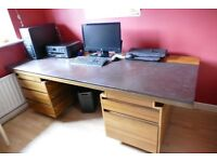 Office desk with lockable drawers