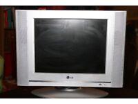 10) COMPUTER SCREEN: LG RZ15LA70 15ins (£15)