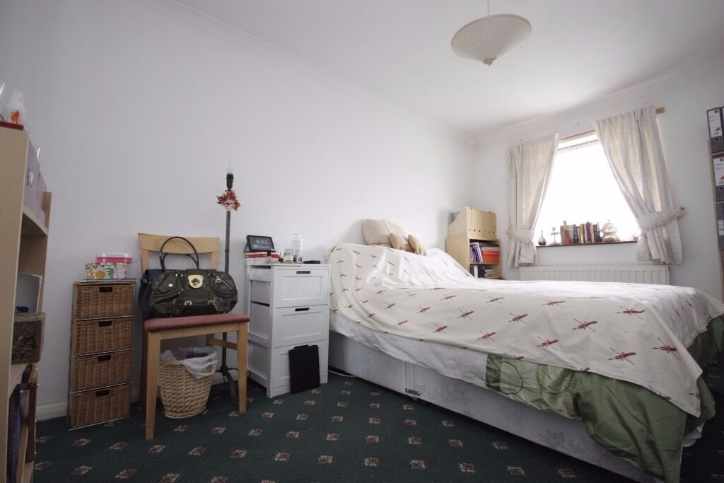 HUGE 3 BEDROOM WITH A FROND AND BACK GARDEN COMES FULLY FURNISHED BRAND NEW CALL NOW ON 07432771372