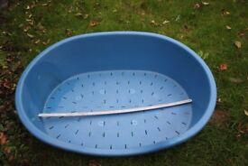 Dog basket. medium size. RED