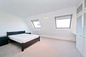 3 BEDROOM SPLIT LEVEL FLAT WITH PRIVATE ROOF TERRACE IN NW1! MOMENTS FROM CAMDEN & REGENTS PARK!