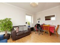 Stylish 3 Bedroom Flat With Balcony Minutes to Arsenal, Finsbury Park & Clissold Park