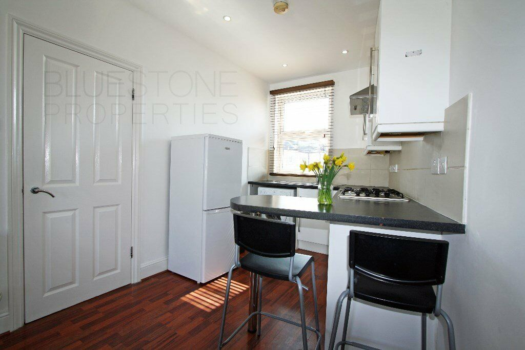 !!NO ADMIN FEES!!-HIgh standard two double bedroom flat on quiet street - available 15th of JUNE
