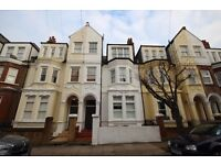 Very nice 2 double bed flat close to East Putney tube. Must be seen!