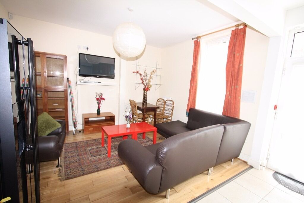 £92pppw Incredible DBL bedroom Shared Student house + 1/2 RENT JULY 2017 !! NO AGENCY FEES!!