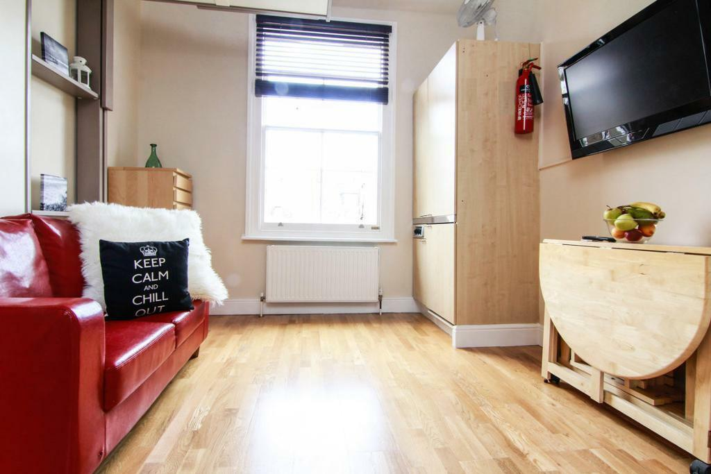 A spacious modern studio apartment ****all bills inc ***NOTTING HILL