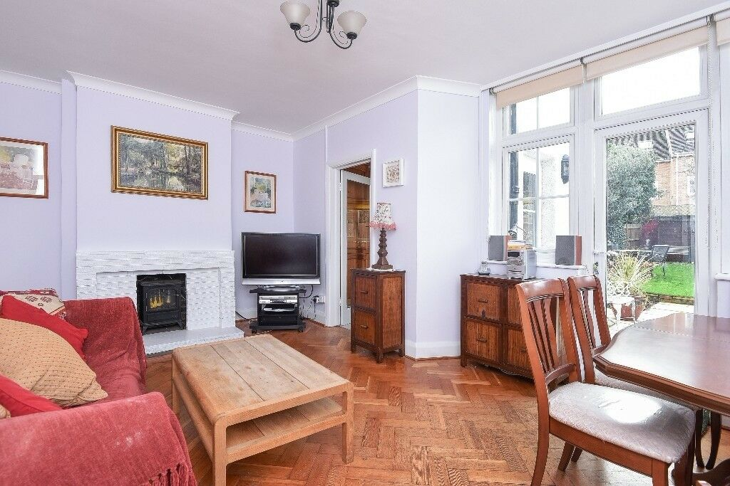 Heathfield Road - A three bedroom property to rent in Earlsfield