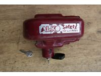 A-lko Hitch lock with Two keys good condition, selling as having motorhome.