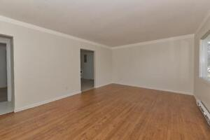 MODERN 2 BDRM PLUS DEN, OFF COMMISSIONERS RD $875 London Ontario image 7