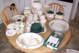 Cloverleaf Peaches & Cream Dinner, Pottery, Crockery & Cutlery sets collection