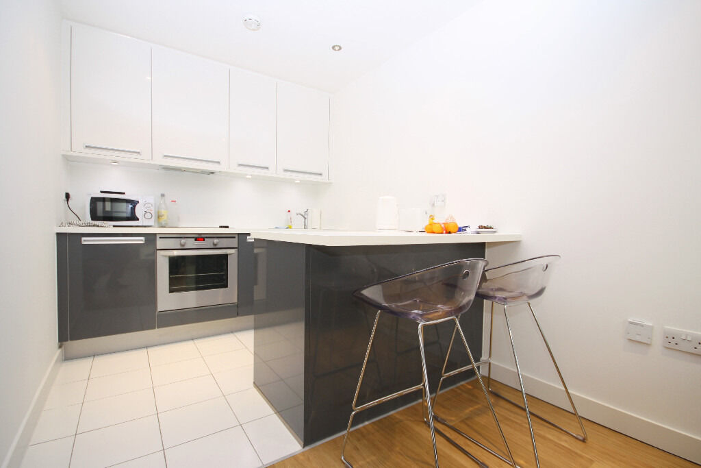 luxurious one bedroom apartment with balcony, 24hr concierge service and on-site leisure facilities