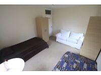Super twin room 5 min from TUFNEL PARK UNDERGROUND !! 14B