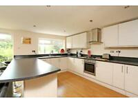 4 bedroom house in Chingford Avenue, Farnborough