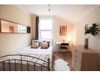 Double bed in 5 rooms shared flat at Katherine Road in London - Room 1