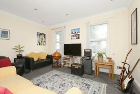 Stylish 2 Bedroom Garden Flat Minutes to Homerton Station & Victoria Park, Easy Access to Stratford