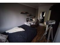 Nice and cosy double bedroom in flatshare in Poplar, Zone 2.