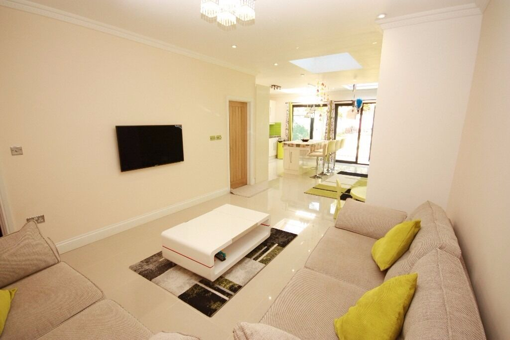 A stunning 6 bed 3 bath family house located close to East acton Station & local amenities.