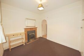 (Besley Street, Streatham) Well presented studio,separate kitchen,part furnished,7 min to Station...