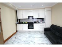 EXCELLENT 1 BEDROOM GROUND FLOOR FLAT WITH FREE PARKING NEAR 2 TUBE, BUSES, SHOPS & SUPERMARKETS
