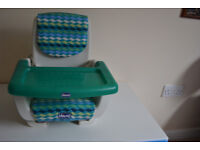 Chicco MoDe Booster Seat with Tray in excellent condition