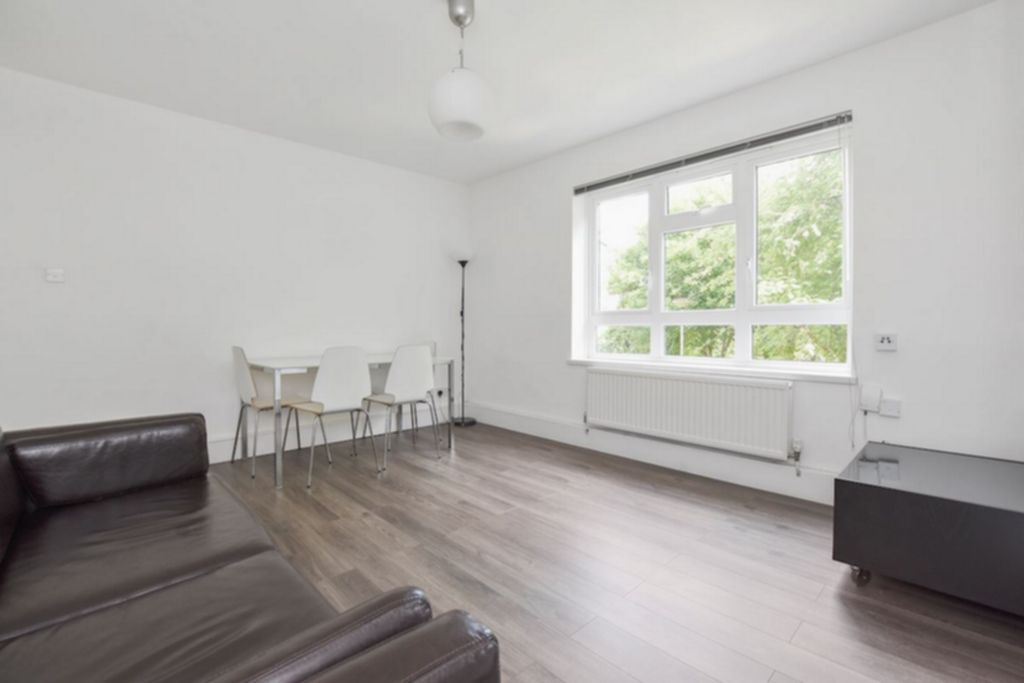 2 bedroom flat in Shelley Court, Hanley Road, Stroud Green, N4