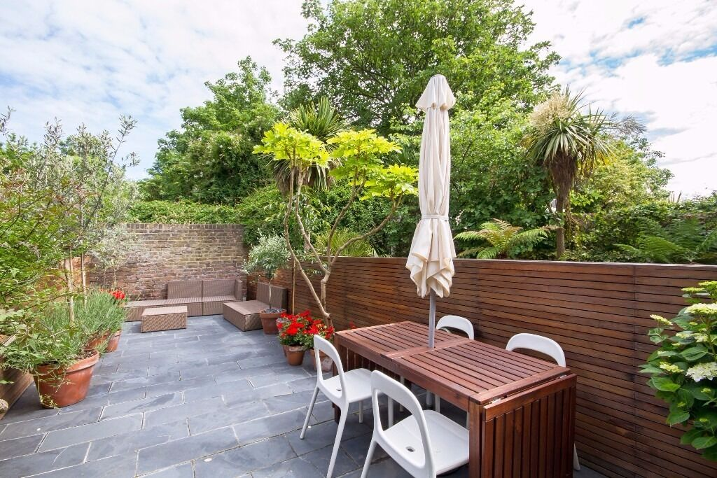 A simply stunning 4 double bedroom house near both Clapham and Brixton. Rosebery Road, SW2