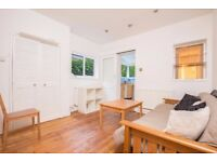 3 bedroom flat to rent on Buller Rd, PRIVATE GARDEN ideal for professional sharer Available now