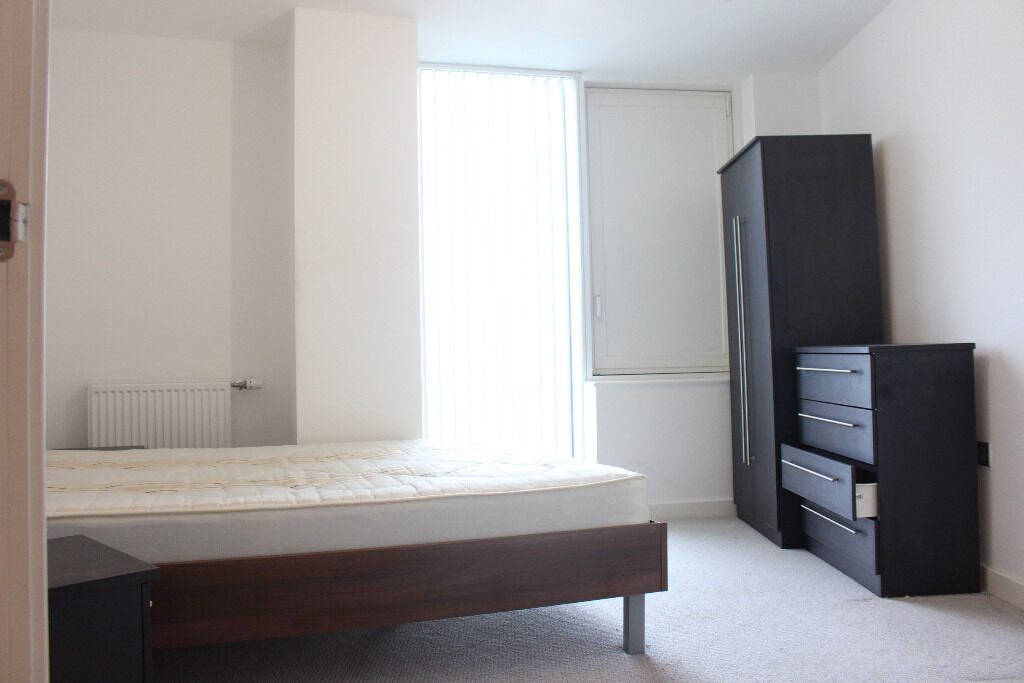 Two bedroom two bathroom with views of Olypic Village and London Skyline Furnished Close to Station
