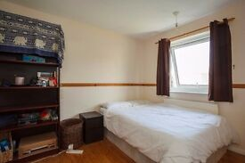 Great double room in clean and tidy postgrad house