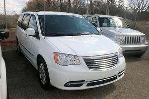 2015 Chrysler Town & Country Touring, PWR S/DOORS AND LIFTGATE