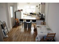 This three bedroom property is ideally located in the Cathays/ Heath area of Cardiff.