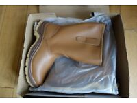 ARCO 6393 brand new rigger safety boots, size 8, fur lined, steel toe caps, tan