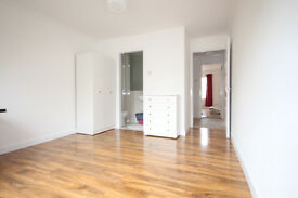 *** MASSIVE 3 BEDROOM HOUSE AVAILABLE IN STRATFORD*** CALL 07949 003 482