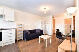 STUDENTS AVAILABLE 4TH SEPTEMBER TOP FLOOR 3 BEDROOM 2 BATHROOM AMBASSADOR SQUARE E14 LONDON