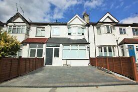 3 bedroom flat in Woodville Road, Golders Green, NW11