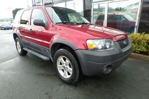2006 Ford Escape XLT V6 AWD LOW KMS AND MOONROOF