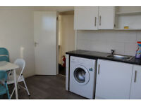 DOUBLE ROOM FOR RENT AVAILABLE IN FOREST GATE