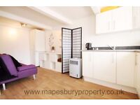 Studio in NW2 - Ideal for Single Professional - Storage - Wooden Flooring - All Bills Included
