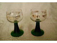PAIR TRADITIONAL SEASONAL CHRISTMAS GERMAN SCHMITT SOHNE RHINE WINE GLASSES GREEN BAND STEM