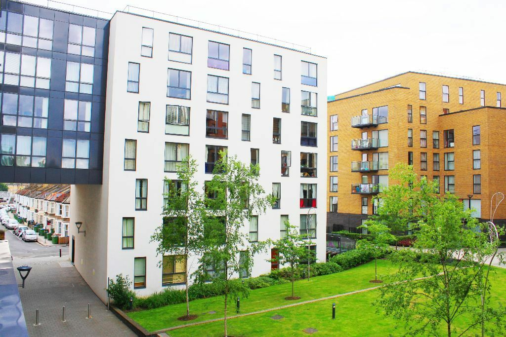 Two bedroom apartment situated on the 6th floor within the Silkworks Development, gym & concierge