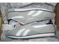 Reebok Trainers Running Shoes Grey Suede Textile White Navy Stripe Mens Size 9 gym