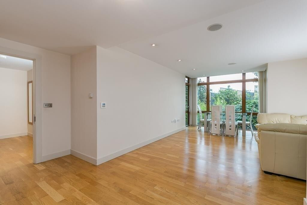 Stunning Three Bedroom Flat Located In A Secure Development In West Hampstead, Available Immediately