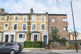 2 bedroom flat in Northwold Road, London, N16 (2 bed) (#1063464)