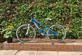 Kids Bike - Giant XTC JNR Team 24 - VERY Good Condition