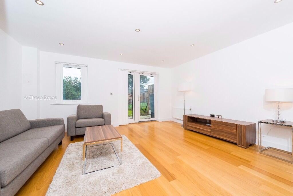 **MODERN THREE BEDROOM HOUSE*SE7*SE10*FURNISHED*AVAILABLE NOW*MUST VIEW