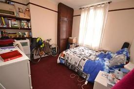 3 bedroom flat in Leslie Road, East Finchley, N2