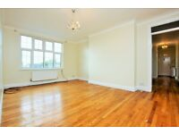 2 bedroom flat in Quadrant Close, The Burroughs, Hendon, NW4