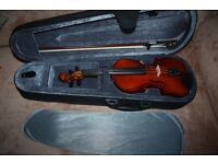 Violin 1/4 size excellent condition with bow, hard case and carry strap