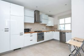 Large two bedroom split level flat on Victoria Rise - SW4, £1850 per calendar month