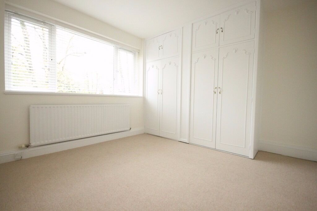 lovely 2 double bed flat in Swiss Cottage large reception separate kitchen